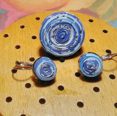 ring and earrings made by paper Morhers Day Gifts, Mothers Day Crafts, Paper Beads, How To Make Beads, Repurposed, Jewelery, Cufflinks, Stud Earrings, Diy