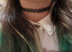 Do you remember tattoo chokers, a super hot trend from the 90s? Well, it is back! So come find out how to wear them and where to buy them!
