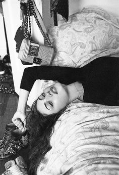 The Originals Phoebe Tonkin(Hayley) Self Portrait Photography, Portrait Photography Poses, Photography Poses Women, Modelling Photography, Shotting Photo, Photographie Portrait Inspiration, Foto Casual, Posing Guide, Selfie Poses