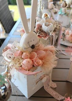 Easter Outdoor decorations are the best way to bring in the Spring and Easter vibe in your home .Check out Outdoor Easter Decorations Ideas for Easter Party. Easter Flowers, Easter Tree, Easter Wreaths, Easter Eggs, Spring Crafts, Holiday Crafts, Easter Crafts, Easter Decor, Easter Centerpiece