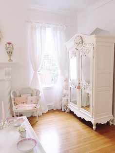 Style Shabby Chic, Simply Shabby Chic, Shabby Chic Cottage, Shabby Chic Homes, Romantic Shabby Chic, Shabby Chic Interiors, Shabby Chic Bedrooms, Shabby Chic Furniture, Romantic Bedrooms