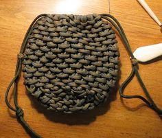Wow, a pouch made out of paracord... this would be awesome with some other color combos! #ParacordBraceletHQ