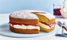 Victoria Sponge Cake Recipe: Follow our classic Victoria Sponge Cake recipe to create a perfect dessert for any occasion! Ideal to share with your family and friends.- One of hundreds of delicious recipes from Dr. Oetker! Victoria Sponge Recipe, Victoria Sponge Cake, Bbc Good Food Recipes, Cooking Recipes, Yummy Food, Delicious Recipes, Classic Victoria Sandwich, Homemade Raspberry Jam, Flat Cakes