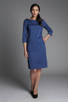 Базовое синее платье подойдет и для офиса и для встреч с подругами. Городской шик. Рукав 3/4. По бокам  расположены карманы. Бренд Caliban. Купить по адресу ул.Неглинная,2.