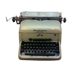 Remington Noiseless Typewriter 1951 Desk Model (295 CAD) ❤ liked on Polyvore featuring home, home decor, fillers, decor, typewriter, tech, decorative objects, remington and cat home decor