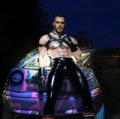 All about shiny, sexy black leather and rubber Mens Leather Pants, Tight Leather Pants, Biker Leather, Leather Jackets, Black Leather, Latex Men, Leder Outfits, Muscle, Leather Fashion