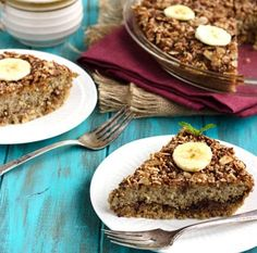 This easy baked breakfast quinoa is naturally sweetened with bananas and dates, and topped off with an crunchy almond streusel! Click for the recipe!