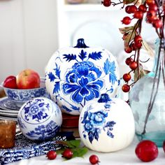 Create the look of classic blue porcelain with this free hand-painted printable. Just print, cut out and decoupage!