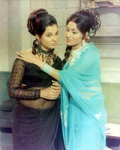 Bindu & tanuja in mere jivan sathi Vintage Bollywood, Indian Bollywood, Bollywood Stars, Indian Fashion, Retro Fashion, Vintage Fashion, Vintage Beauty, Bollywood Outfits, Bollywood Fashion