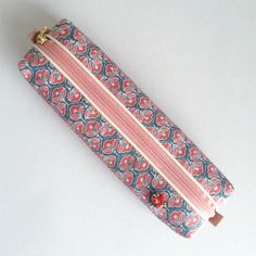Pen case made from kimono with Japanese traditional patterns of camellia. This skinny case is easy to carry and yet holds sufficient number of pens.