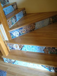 http://silvahayes.hubpages.com/hub/How-to-mosaic-stair-risers