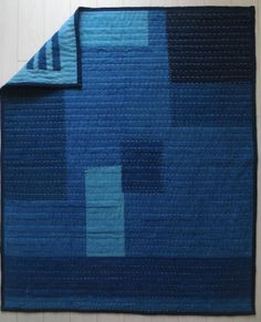Indigo patchwork quilt Handmade from a variety of antique Japanese indigo and hand dyed organic indigo cotton and linens. Quilting Projects, Quilting Designs, Japanese Textiles, How To Dye Fabric, Dyeing Fabric, Blue Quilts, Hand Quilting, Hand Stitching, Quilt Patterns