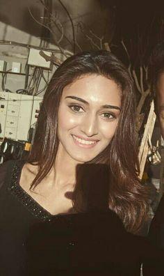 Indian Tv Actress, Beautiful Indian Actress, Indian Actresses, Beautiful Women, Erica Fernandes Hot, Stylish Girl Images, Bollywood Celebrities, Girls Image, Indian Beauty