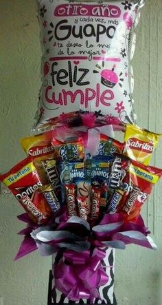 Globos y Flores Glitz Birthday Candy, Birthday Box, Birthday Gifts, Bouquet Box, Gift Bouquet, All You Need Is, Candy Boutique, Chocolate Bouquet, Party In A Box