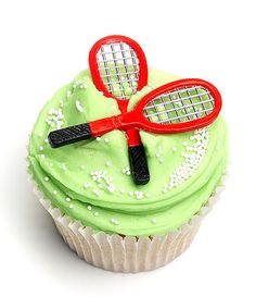 Love how people totally not into tennis, or any sport even get so intoit when wimbledon is on. Love these Wimbledon cupcakes :) Tennis Cupcakes, Tennis Cake, Tennis Party, Paleo Cupcakes, Yummy Cupcakes, Wimbledon Tennis, Sport Cakes, Cupcake Heaven, Beautiful Cupcakes
