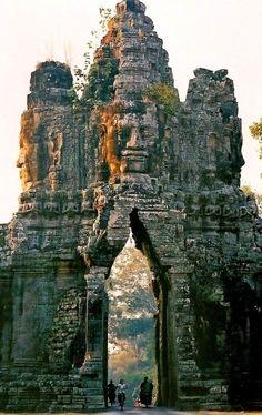 The gate of Angkor Thom, Cambodia | Incredible Pics