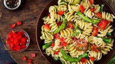 Asparagus and Tomato Pasta Salad Potluck Recipes, Cooking Recipes, Healthy Recipes, Picnic Recipes, Tomato Pasta Salad, Pasta Salad Recipes, Asparagus Pasta, Picnic Foods, Pasta Salad