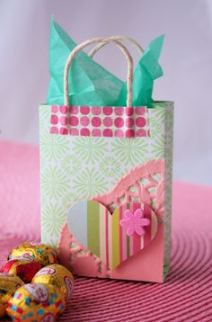 Crafty Corner - Mini Gift Bag - Reminder you can use any kind of paper you would like.not as shown A Spoonful of Sugar: Mini Gift Bag Mini Gift Bags, Paper Gift Bags, Mini Bag, Craft Gifts, Diy Gifts, Easter Crafts, Christmas Crafts, Homemade Gift Bags, Gift Wrapper