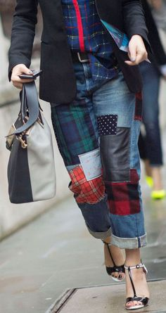 Trend To Try: Patchwork Patchwork squares strategically placed on baggy boyfriend jeans take contemporary shape this season, although we'll never forget the trend that inspired the throwback move Denim Ideas, Denim Trends, Diy Jeans, Jeans Recycling, Vetements Clothing, Denim Fashion, Fashion Outfits, Mode Crochet, Diy Vetement