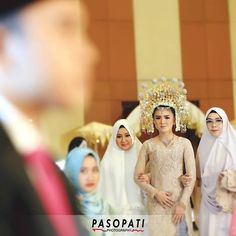 The bride entering the room. This makes a perfect beginning, just before the wedding vow ceremony #pasopatiphotography  Akad nikah Jeanne & Aldo at #PTIK  Makeup: @petty_kaligis Catering: @alfabetcatering Dekor: #sanggardjusmasri Entertain: #sanggardjusmasri Busana: #sanggardjusmasri  #bride #groom #minangwedding #traditionalwedding #indonesianwedding #profesionalphotography #weddingphotography #tagsforlike #bridestory #ibride #bridedept #followme