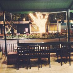 Oldie-ish - nightly terrace in Rocky - #business meets #leisure