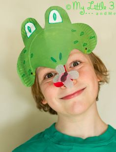 Make a curly tongued, fly catching Paper Plate Frog Mask, perfect for Spring and Summer play activities. Paper Plate Masks, Paper Plate Animals, Paper Plate Crafts, Paper Plates, Animal Crafts For Kids, Spring Crafts For Kids, Craft Activities For Kids, Play Activity, Kids Crafts