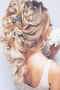winter wedding hairstyles Wedding Hairstyles With Hair Down Wedding planning ideas amp; Wedding dresses, decor, and lots more. Wedding Hairstyles Thin Hair, Hairdo For Long Hair, Braided Hairstyles For Wedding, Winter Hairstyles, Down Hairstyles, Winter Wedding Hair, Wedding Hair Down, Wedding Hair Flowers, Flowers In Hair