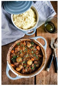 One-Pot Beef Stifado Stew – a traditional Greek recipe that's full of aromatic s… – Griechische Rezepte – Meat Recipes, Cooking Recipes, Healthy Recipes, Dinner Recipes, Beef Stifado, One Pot Dinners, Greek Cooking, Greek Dishes, Le Diner