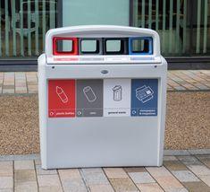 Unidad de reciclaje para zonas exteriores, con 4 aberturas codificadas por colores según conceptos de reciclaje. Home, Recycling Bins, Outer Space, Unity, Building, Colors, Ad Home, Homes, Haus