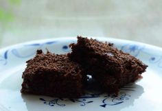 Måske kender du det selv – man har sået nogle få squashfrø, glædet sig over de spinkle planters vækst og står nu med et produktionsapparat der må give genlyd i kommercielle grøntsagskredse. M… Danish Dessert, Snack Recipes, Snacks, Chocolate Cake, Squash, Sweets, Desserts, Cakes, Inspiration