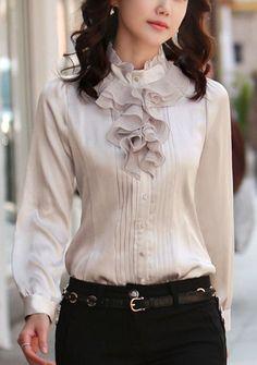 59 Ruffle Blouses You Will Definitely Want To Save - Global Outfit Experts 59 Ruffle Blouses You Will Definitely Want To Save Blouses Vogue Fashion, Look Fashion, Womens Fashion, Fashion Design, Fashion 2020, Cute Blouses, Blouses For Women, White Ruffle Blouse, Ruffle Shirt