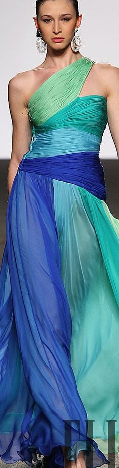 Love the colors of this Renato Balestra dress Couture Fashion, Runway Fashion, High Fashion, Ladies Fashion, Beautiful Gowns, Beautiful Outfits, Casual Chique, Evening Dresses, Formal Dresses