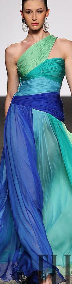 Love the colors of this Renato Balestra dress Couture Fashion, Runway Fashion, High Fashion, Womens Fashion, Ladies Fashion, Beautiful Gowns, Beautiful Outfits, Casual Chique, The Bikini
