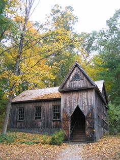 Bronson Alcott's Transcendental School of Philosophy on the grounds of Orchard House, Concord, MA School Of Philosophy, Concord Massachusetts, Living English, Living In Boston, Vacation Wishes, New England Fall, Maybe Someday, Country Landscaping, Interesting Buildings