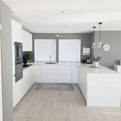 Check out these white kitchen designs and ideas that you can implement in your new kitchen. Kitchen Room Design, Home Decor Kitchen, Kitchen Interior, Home Kitchens, Kitchen Ideas, Open Plan Kitchen Dining Living, Open Plan Kitchen Diner, Kitchen White, Contemporary Kitchen Design