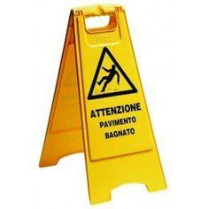 Señal de aviso, para evitar que personas ajenas a nuestro menester se introduzcan en terreno resbaladizo.