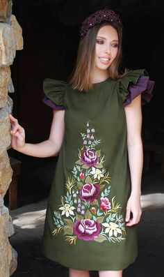 25 Gorgeous Embroidered Dress for Women Over 30 - Sticken und Nähen Embroidery Fashion, Embroidery Dress, Short Green Dress, Short Dresses, Embroidered Clothes, Flower Dresses, Suits For Women, Beautiful Dresses, Models