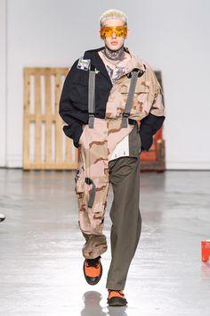 Maison Mihara Yasuhiro Spring 2020 Menswear Fashion Show - Vogue Vogue Fashion, Runway Fashion, High Fashion, Men's Fashion, Fashion Outfits, Fashion Design, Fashion Styles, Sporty Fashion, Men's Outfits