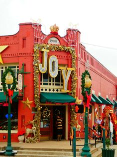Grapevine, Texas has been designated the Christmas Captial of Texas. Here are 7 reasons you should celebrate Christmas in Texas! Christmas Family Vacation, Christmas Getaways, Christmas Destinations, Christmas Place, Christmas Town, Family Vacation Destinations, Christmas Travel, Christmas Events, Holiday Travel