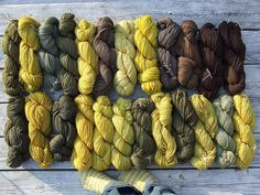 Beautiful yarn dyed with natural plant dyes. Wool Yarn, Knitting Yarn, Fibre And Fabric, Yarn Inspiration, Textiles, How To Dye Fabric, Hand Dyed Yarn, Yarn Colors, Natural Dyeing