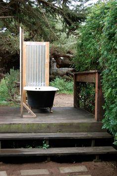 Private Outdoor Bathtub DIY Style.. #outdoorbathroom