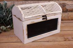 Κουτί Ξύλινο Μαυροπίνακας  Κουτί ευχών από φυσικό ξύλο σε λευκή παλαιωμένη απόχρωση, με ενσωματωμένο μαυροπίνακα. Αντικαταστήστε το βιβλίο των ευχών με μια πρωτότυπη ενναλλακτική σε ρομαντικό, vintage ύφος. Συγκεντρώστε τις ευχές των καλεσμένων σας και τις γλυκιές αναμνήσεις της ημέρας του γάμου σας σε ένα όμορφο κουτί, το οποίο θα κρατήσετε αργότερα και για το σπίτι. Γράψτε τις ευχές σας σε χάρτινα καρτελάκια, ή ξύλινες καρδιές και γεμίστε το κουτί με πολλή αγάπη.Διαστάσεις: 26x15x19 cm Kitchen Appliances, Home, Diy Kitchen Appliances, Home Appliances, Ad Home, Homes, Kitchen Gadgets, Haus, Houses