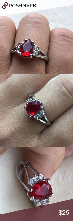 MAKE AN OFFER! Gorgeous Ring❤️ Gorgeous Size 9 Ring, perfect addition to any outfit! New with size tag only, no barcode. Jewelry Rings