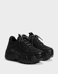 Discover this and many more items in Bershka with new products every week Ugly Shoes, Cute Shoes, Me Too Shoes, Sneakers Fashion, Fashion Shoes, Mode Grunge, Monochrom, Black Platform, Hipster Outfits