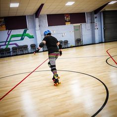 It's @r2dee2hrg testing out the @chaya_skates! (They really do not suit my weird feet so to get a fair review I've asked Artoo to have a go!) #rollerderby #review
