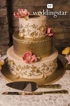Classic gold and white floral wedding cake - so elegant #wedding #cake #gold…