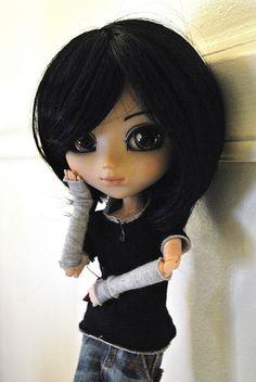 aaaaahhhh! I found me haha, when I had black hair and that kind of style, with my big dark eyes hihihi she's so cute!