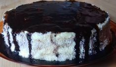 Kokosový dort plněný vanilkovým pudinkem s čokoládovou polevou! | Milujeme recepty Desserts, Tailgate Desserts, Deserts, Postres, Dessert, Plated Desserts