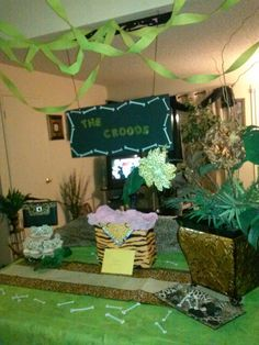 "My daughter's ""The Crood's"" themed birthday party decorations. #NiEsha McKnight"