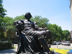 What would Shakespeare do? Would he be kind to migrants? Would he be interested in climate change? Image: Shakespeare statue in Lincoln Park, Chicago by Scott Rettberg. CC BY-SA 2.0 via Flickr.